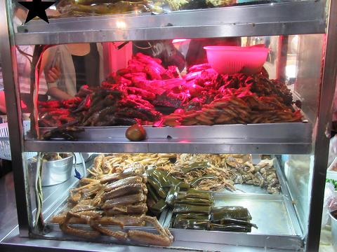 臨江街夜市の人気店の料理